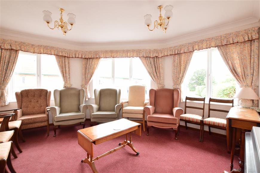 1 Bedroom Flat for sale in Sea Lane, Rustington, West Sussex
