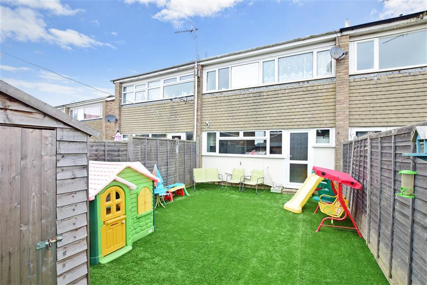 3 Bedrooms Terraced House for sale in Meadowside, Angmering, West Sussex