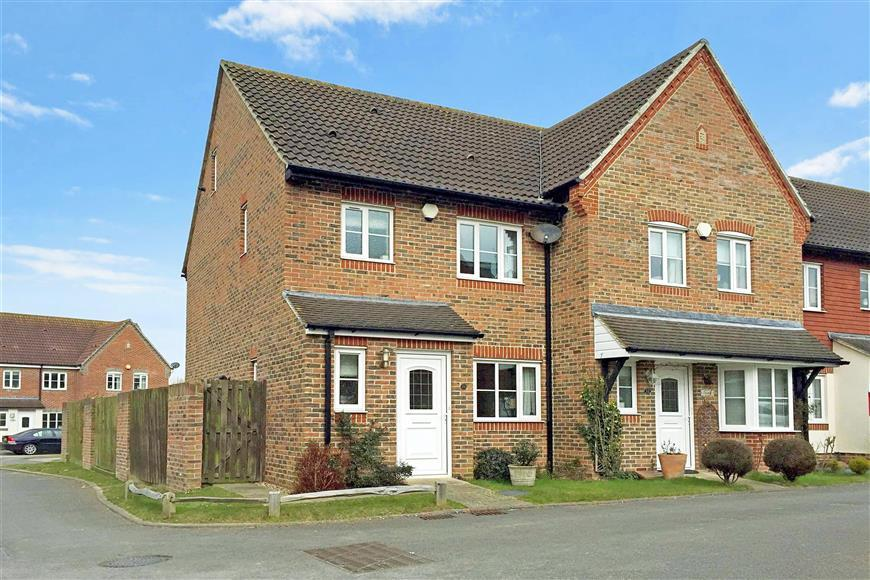 3 Bedrooms Town House for sale in The Poplars, Littlehampton, West Sussex