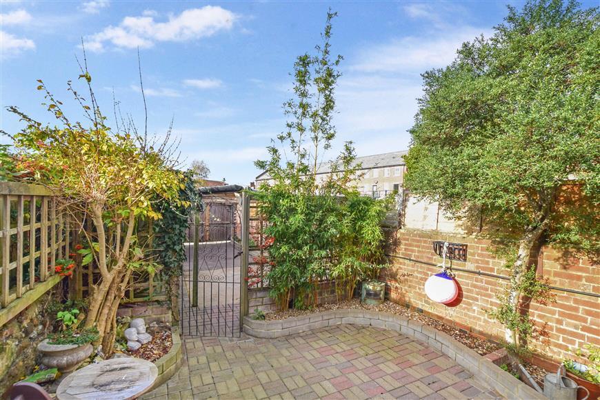 3 Bedrooms End Of Terrace House for sale in Pier Road, Littlehampton, West Sussex