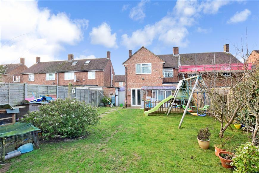 4 Bedrooms Semi Detached House for sale in Thorncroft Road, Littlehampton, West Sussex