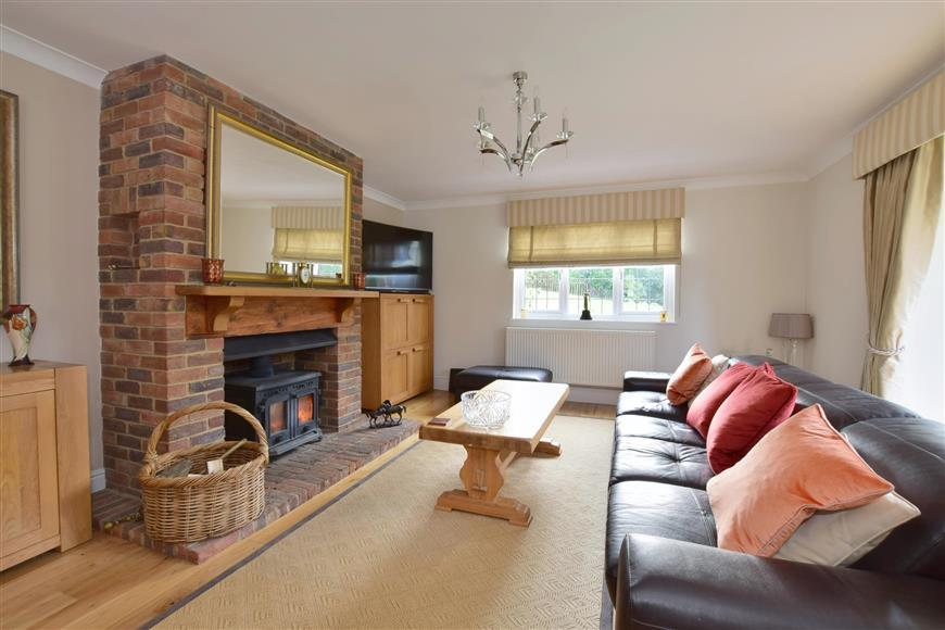 4 Bedrooms Detached House for sale in Fielden Lane, Crowborough, East Sussex