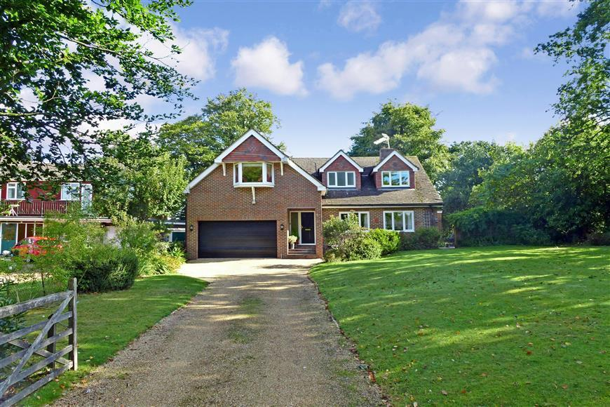5 Bedrooms Detached House for sale in London Road, Crowborough, East Sussex
