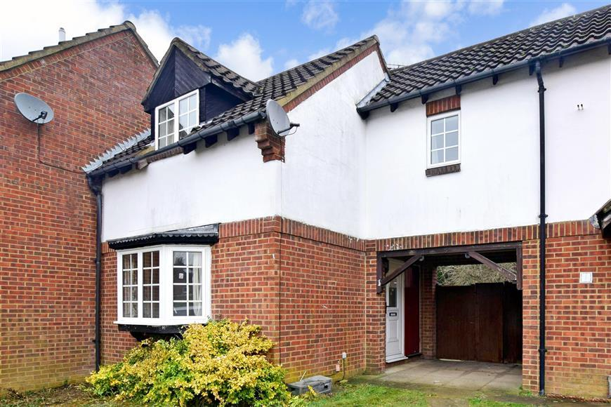 2 Bedrooms Terraced House for sale in Hill View, Whyteleafe, Surrey