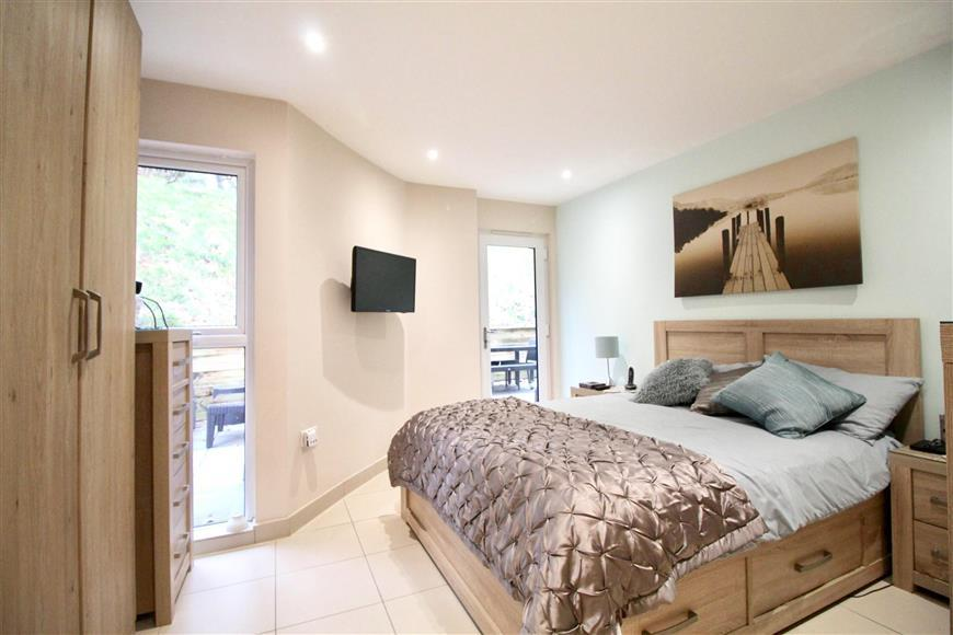 2 Bedrooms Apartment Flat for sale in Timpani Hill, Warlingham, Surrey