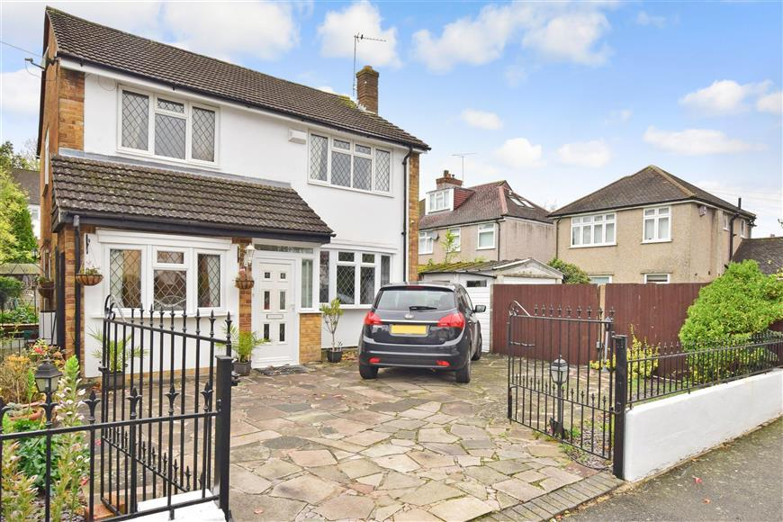 3 Bedrooms Detached House for sale in Inwood Avenue, Old Coulsdon, Surrey