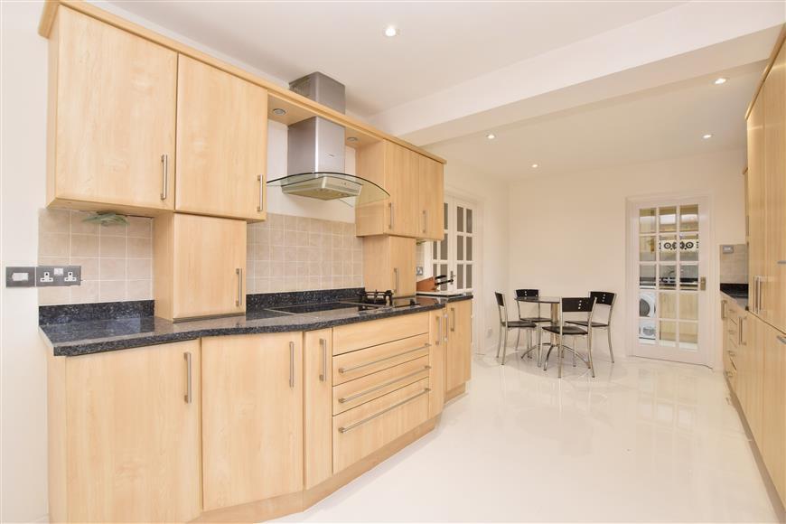 5 Bedrooms Detached House for sale in Abbots Lane, Kenley, Surrey