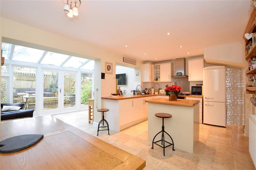 3 Bedrooms Terraced House for sale in Ashburnham Drive, Cuckfield, Haywards Heath, West Sussex