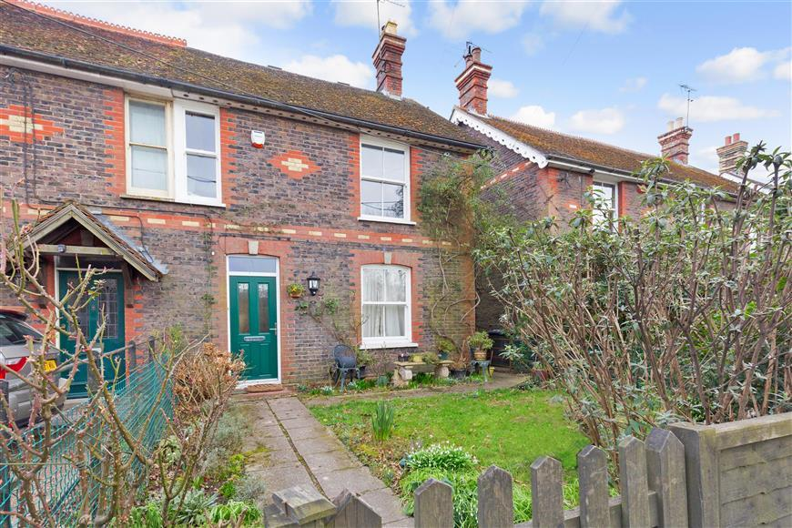 4 Bedrooms Semi Detached House for sale in Cowfold Road, Bolney, Haywards Heath, West Sussex