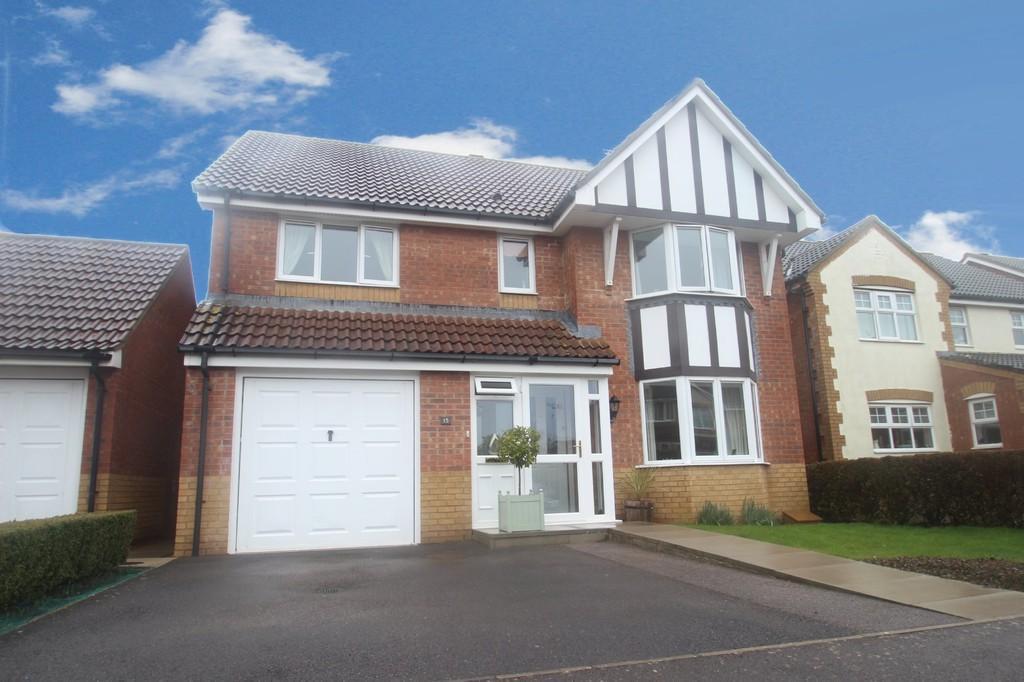 4 Bedrooms Detached House for sale in Linnet Close, Littlehampton