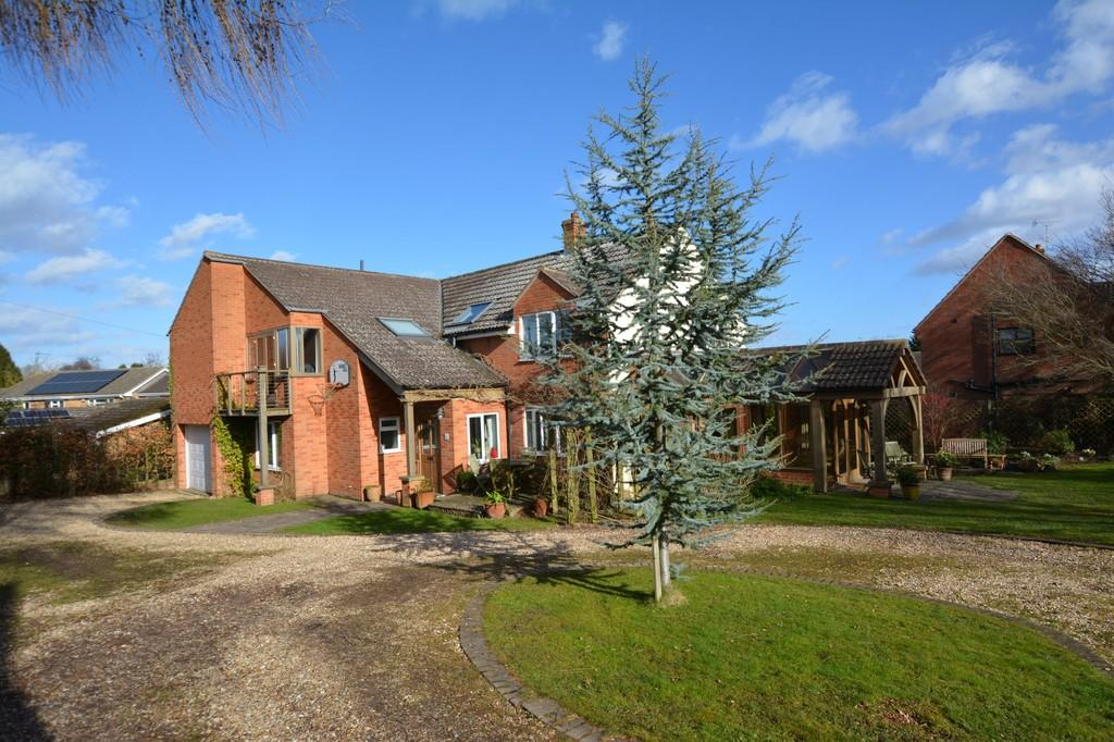 5 Bedrooms Detached House for sale in Halloughton Road, Southwell