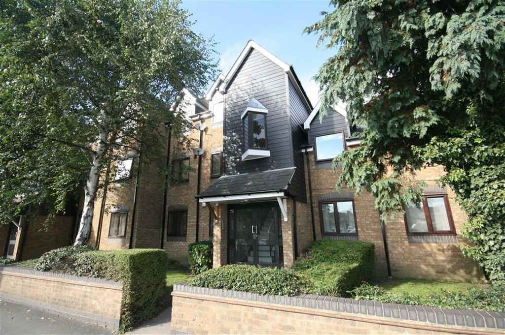 2 Bedrooms Apartment Flat for sale in Percival Court, Cheshunt