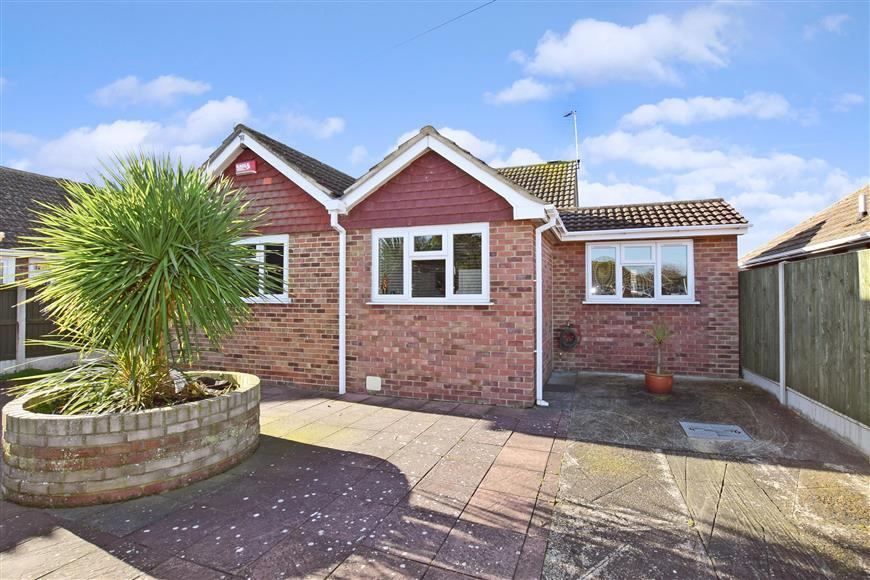 3 Bedrooms Bungalow for sale in Helmdon Close, Ramsgate, Kent