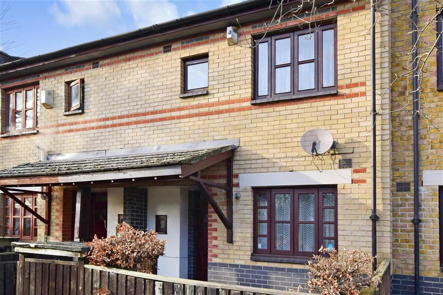 3 Bedrooms Terraced House for sale in Hulse Terrace, Ilford, Essex