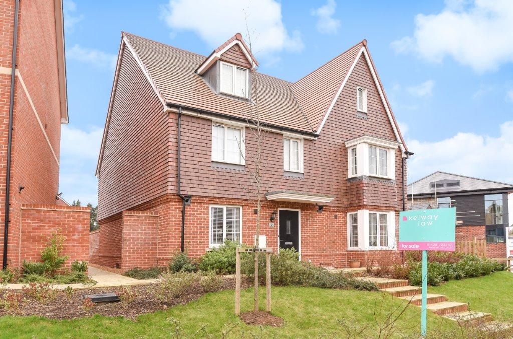 4 Bedrooms Semi Detached House for sale in Redwood Terace, Liphook, Hampshire