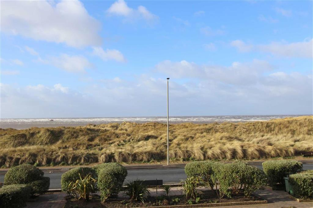3 Bedrooms Apartment Flat for sale in North Promenade, Lytham St Annes, Lancashire