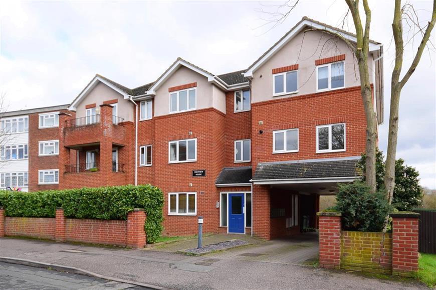 2 Bedrooms Flat for sale in Hornbeam Road, Buckhurst Hill, Essex