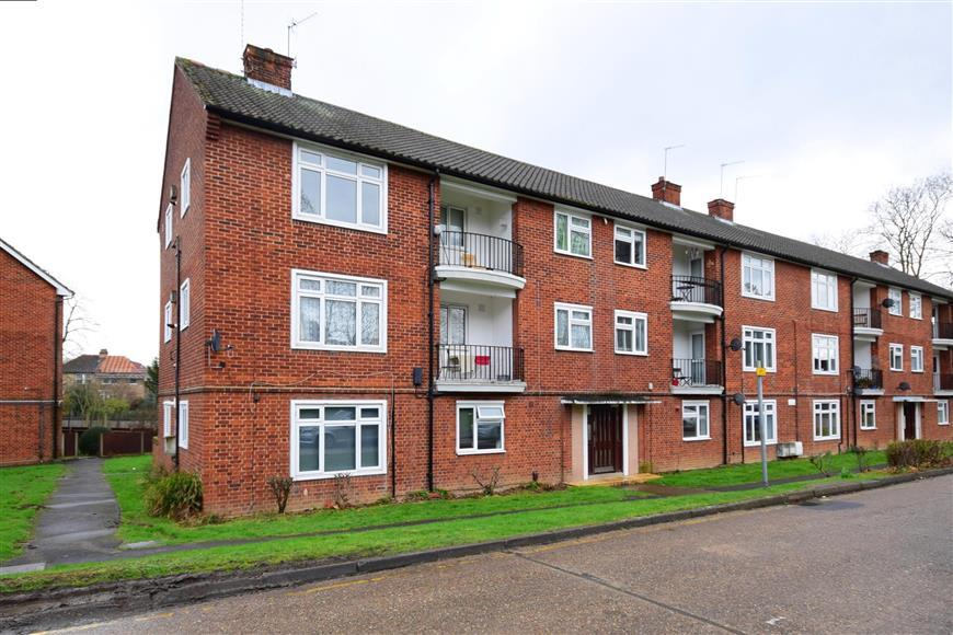 2 Bedrooms Ground Flat for sale in Croft Lodge Close, Woodford Green, Essex