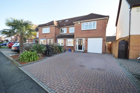 4 bedroom semi-detached house for sale - Swanbourne Drive, Hornchurch, Essex, RM12