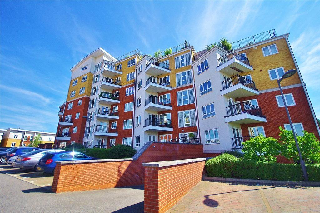 3 Bedrooms Apartment Flat for sale in Rockwell Court, The Gateway, Watford, Hertfordshire, WD18
