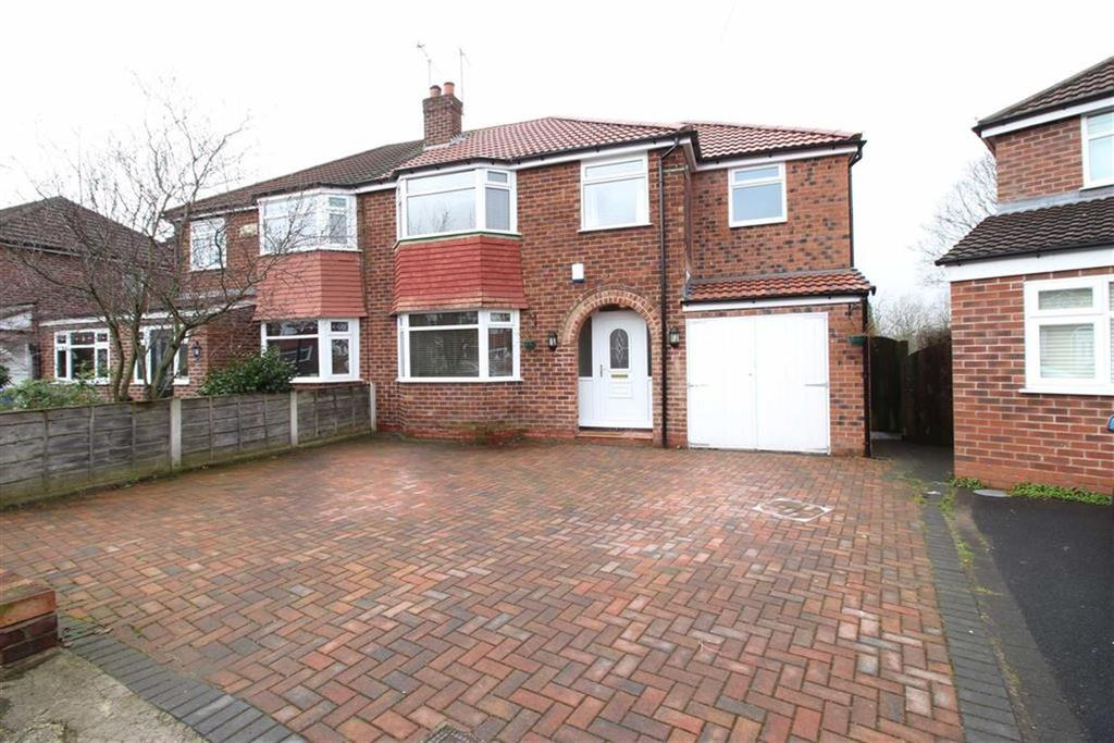 4 Bedrooms Semi Detached House for sale in Romford Road, Sale