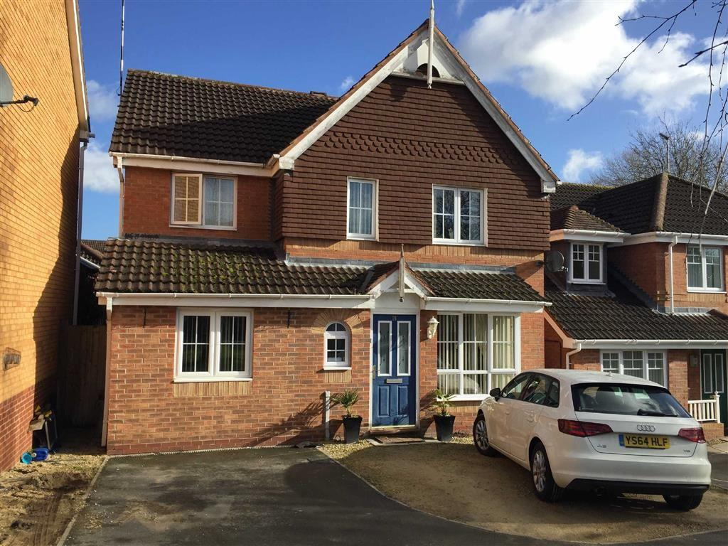 4 Bedrooms Detached House for sale in Chaytor Drive, The Shires, Nuneaton, Warwickshire, CV10