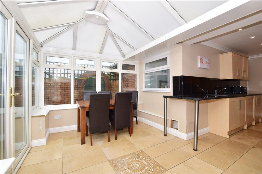 2 Bedrooms Semi Detached Bungalow for sale in Windmill Road, Sittingbourne, Kent