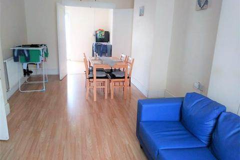 3 bedroom house to rent - Bastion Road, LONDON