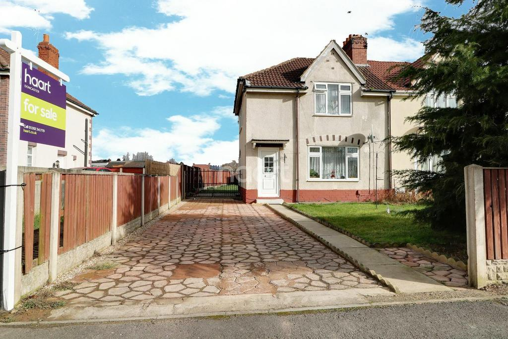 3 Bedrooms Semi Detached House for sale in Rosslyn Crescent, Bentley, Doncaster
