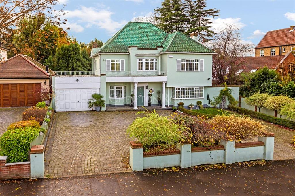 5 Bedrooms Detached House for sale in Woodford Green
