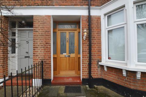 4 bedroom semi-detached house to rent - Dunvegan Road London SE9