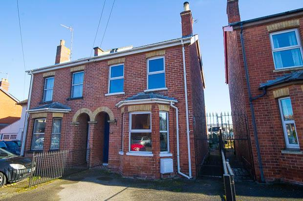 3 Bedrooms House for sale in Cirencester Road, Cheltenham, GL53 8DB