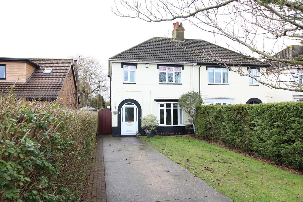 3 Bedrooms Semi Detached House for sale in Grimsby Road, Humberston, Grimsby