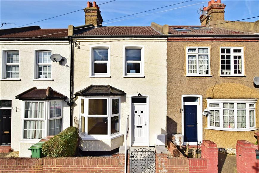3 Bedrooms Terraced House for sale in Vale Road, Sutton, Surrey