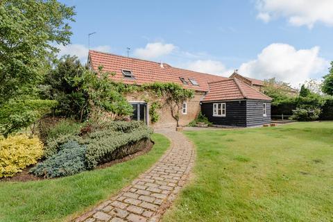 4 bedroom barn conversion to rent - St. Huberts Lane, Gerrards Cross, Buckinghamshire