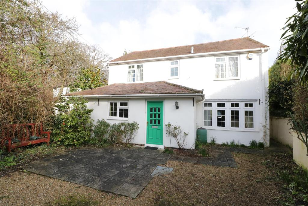 4 Bedrooms Detached House for sale in Bath Road, Reading