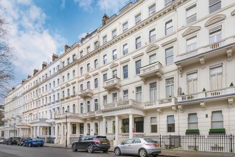 4 bedroom flat to rent - Queen's Gate Gardens, London