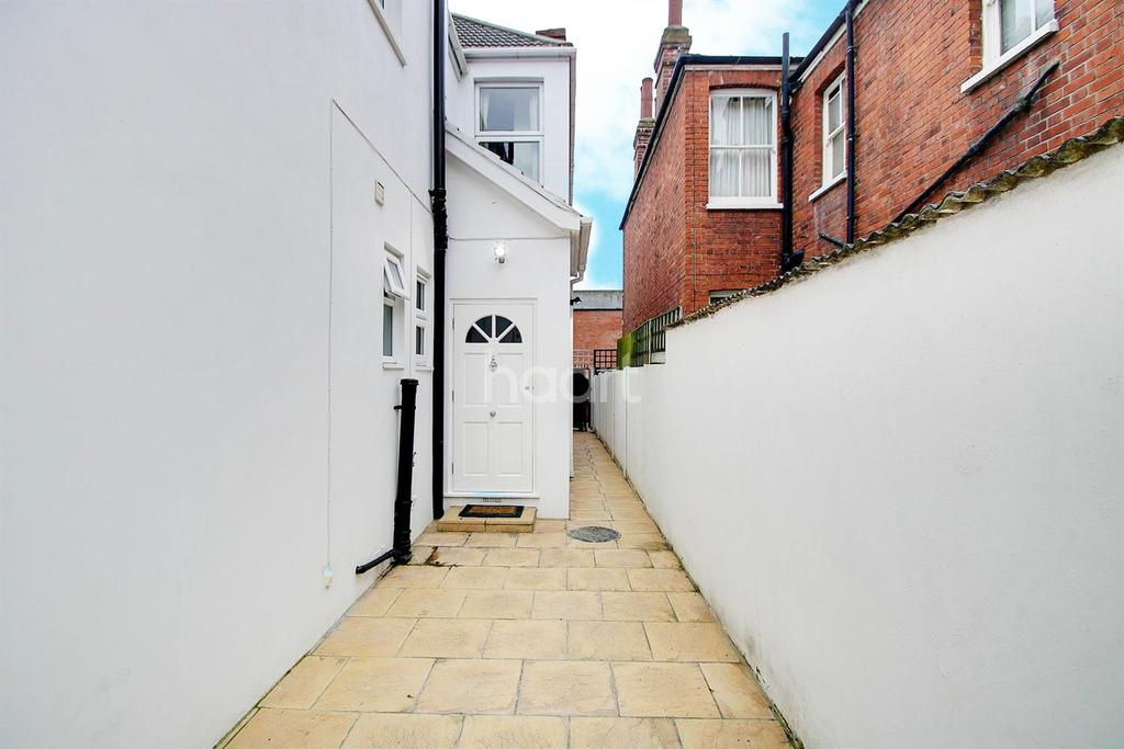 4 Bedrooms Maisonette Flat for sale in Olive Road, NW2