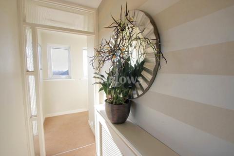3 bedroom flat for sale - Hampton Court, Brandreth Road, Cardiff
