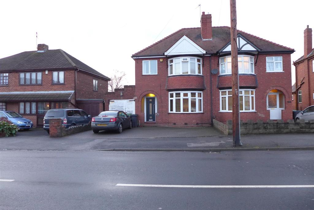 3 Bedrooms Semi Detached House for sale in Dudley Wood Road, Dudley