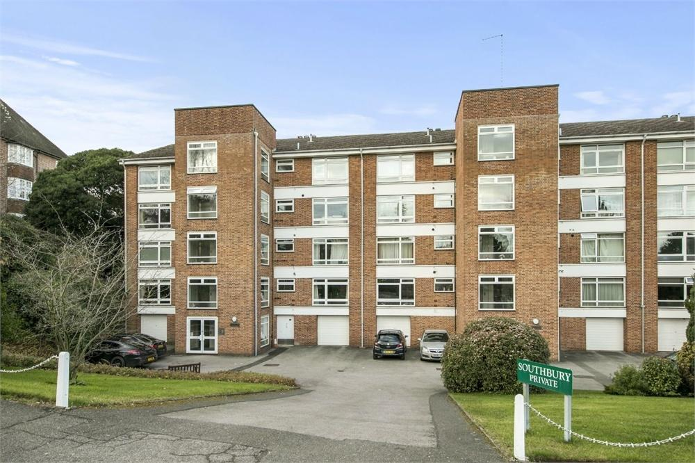 2 Bedrooms Flat for sale in 7 Southbury, Lawn Road, Guildford, Surrey