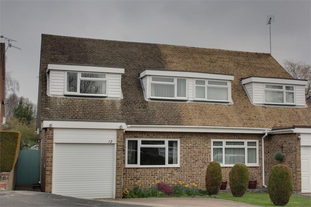3 Bedrooms Semi Detached House for sale in Brooklands Close, Farnham, Surrey