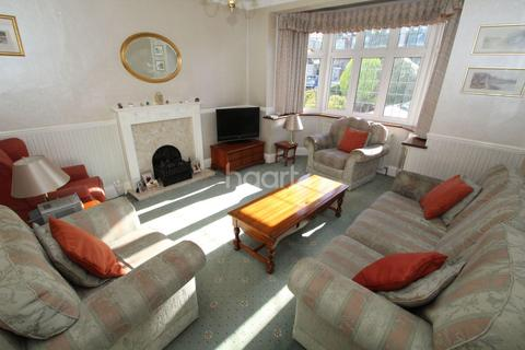 3 bedroom semi-detached house for sale - Dee Way, Rise Park, Romford