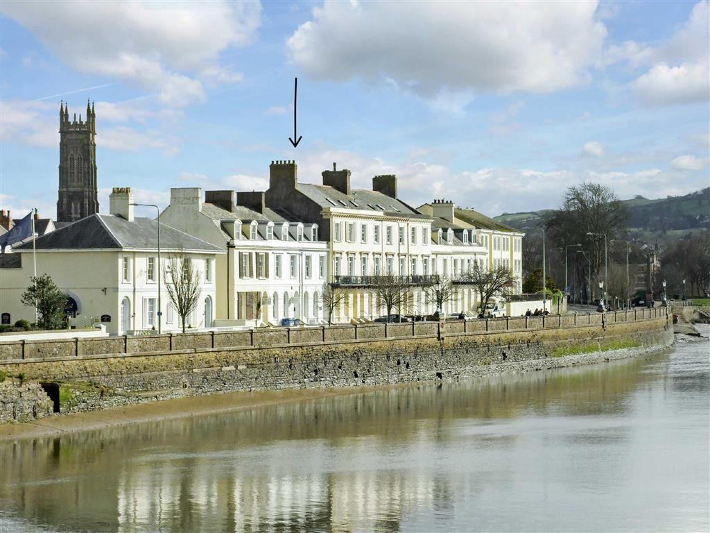 5 Bedrooms Semi Detached House for sale in Taw Vale, Barnstaple, Devon, EX32