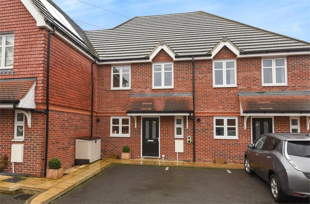 3 Bedrooms Terraced House for sale in Albany Way, Laleham, Staines-upon-Thames, Surrey
