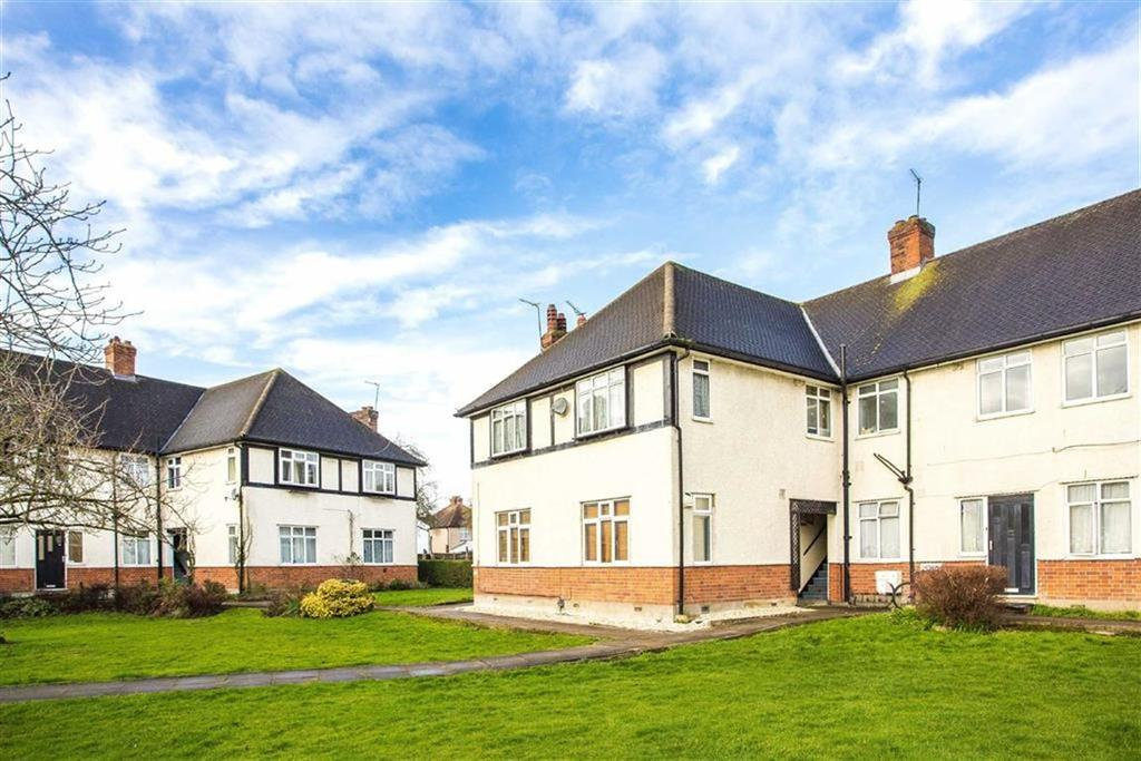 3 Bedrooms Apartment Flat for sale in Ruislip Court, Ruislip, Middlesex