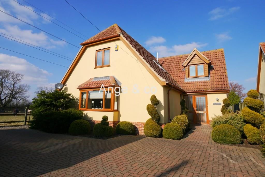 4 Bedrooms Detached House for sale in Hall Lane, Oulton, Lowestoft