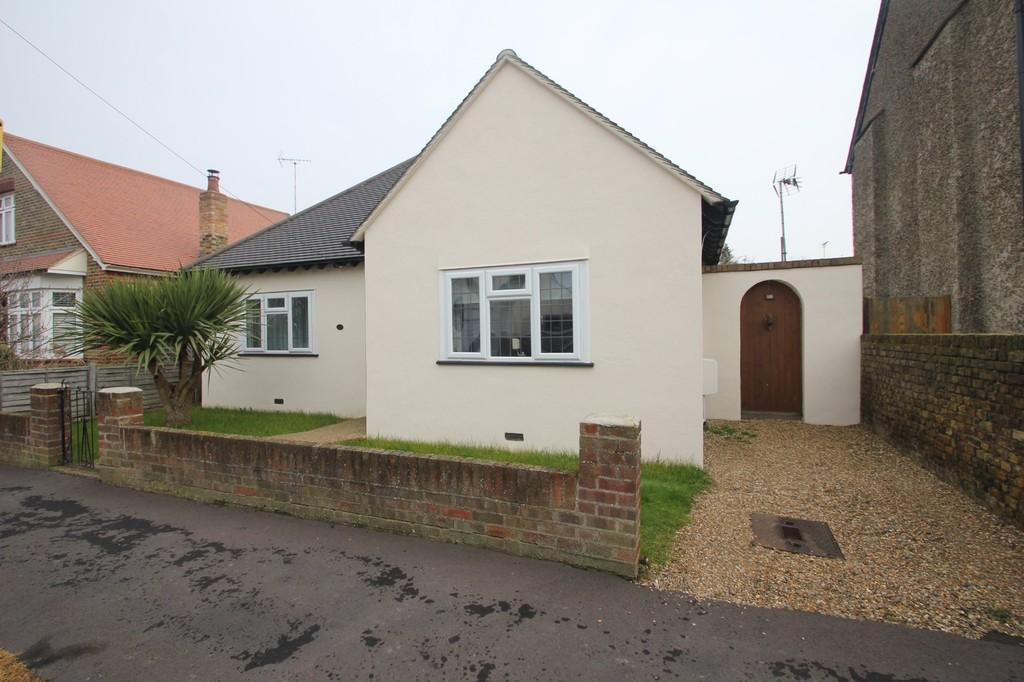 2 Bedrooms Detached Bungalow for sale in Twyford Avenue, Great Wakering, Southend-On-Sea