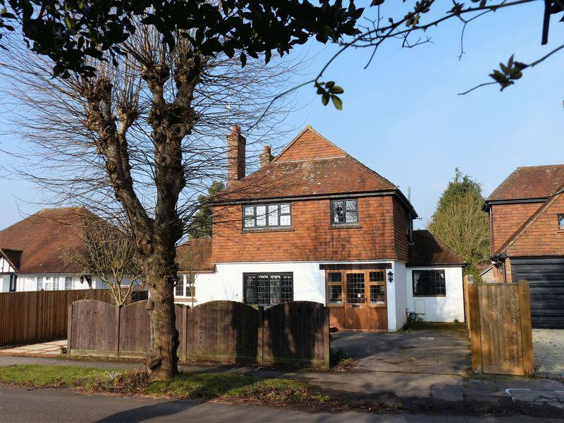 3 Bedrooms Detached House for sale in Bridge Road, Cranleigh