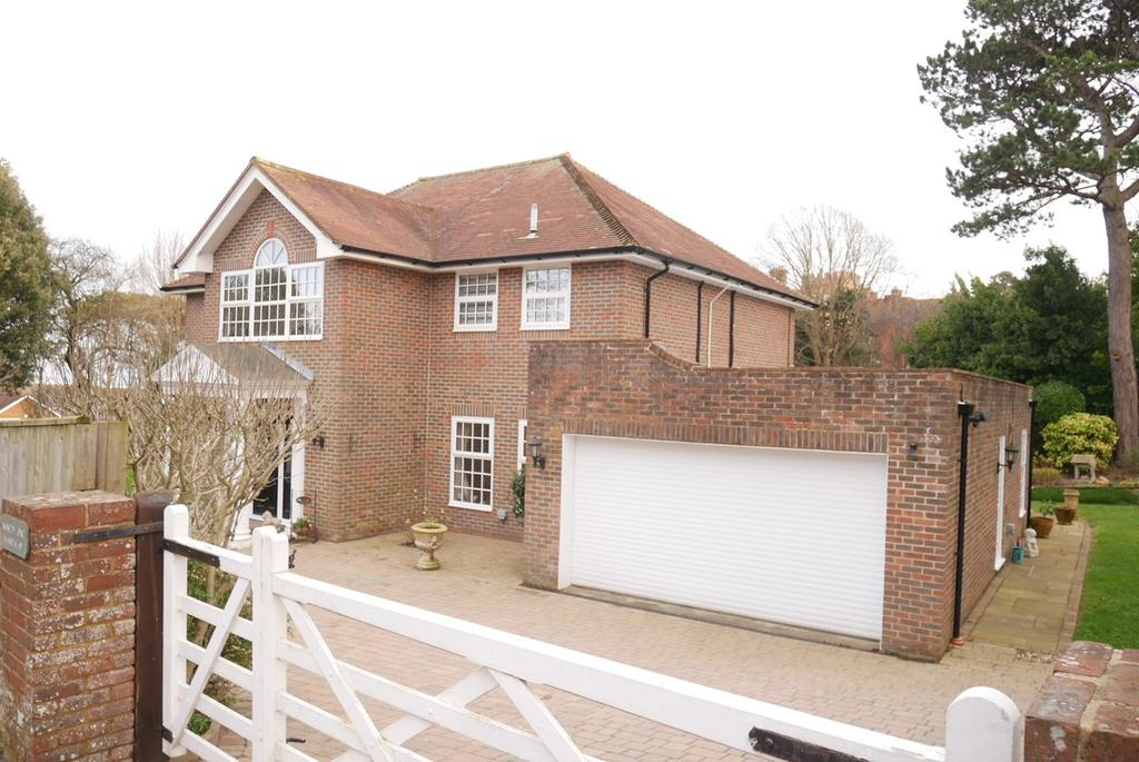 4 Bedrooms Detached House for sale in Carlisle Road, Meads, Eastbourne, BN20